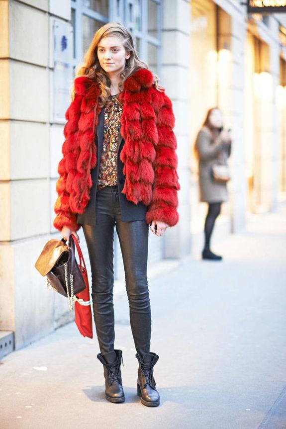Цветной мех — как носить, чтобы выглядеть приличной женщиной?