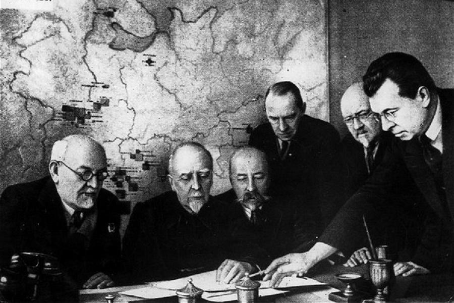 Как Ленин атомную бомбу под СССР закладывал. Краткий план