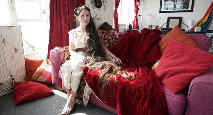 «Рапунцель» из Великобритании 20 лет не мыла волосы