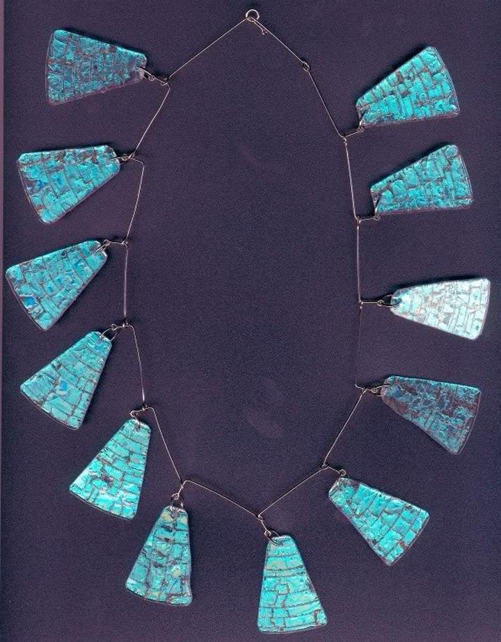Из кусочков дисков можно сделать экстравагантное украшение диск, своими руками, сделай сам