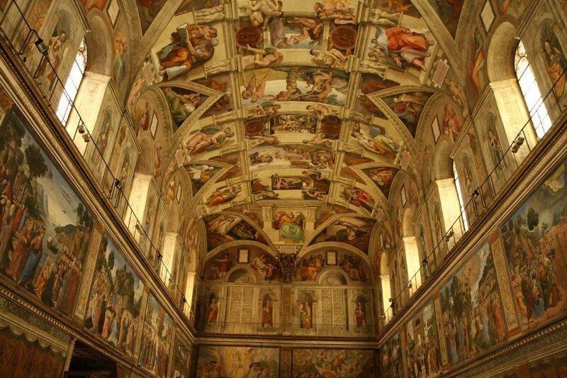 В Сикстинской капелле (Рим, Италия) запрещено снимать достопримечательности, интересное, фотографии
