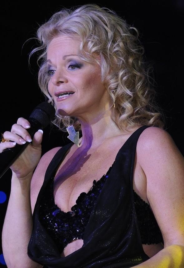 9. Певице Ларисе Долиной 61 год, но грудь она демонстрирует так же часто, как 20-летняя девушка куда уходит молодость, пожилые знаменитости, россия, старушки, треш, фото