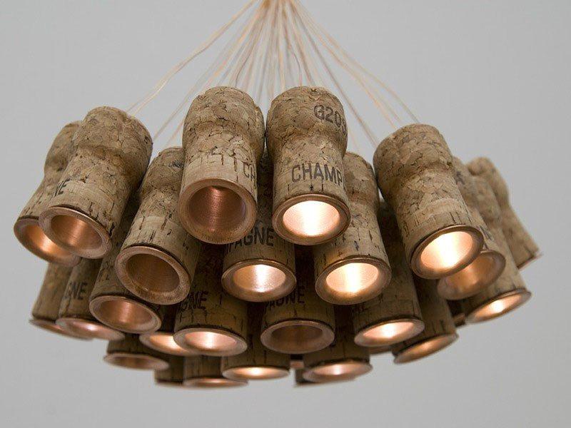 Светодиодный светильник из пробок от шампанского