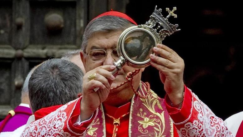 Кровь святого Януария не превратилась в жидкость. Католики уверены: Это знамение грядущей катастрофы