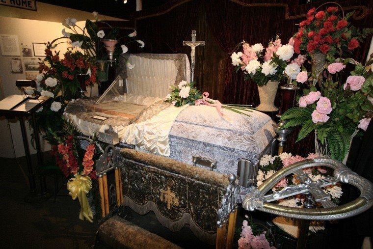 Похороненная заживо 11 дней пыталась выбраться из гроба, но люди проходили мимо