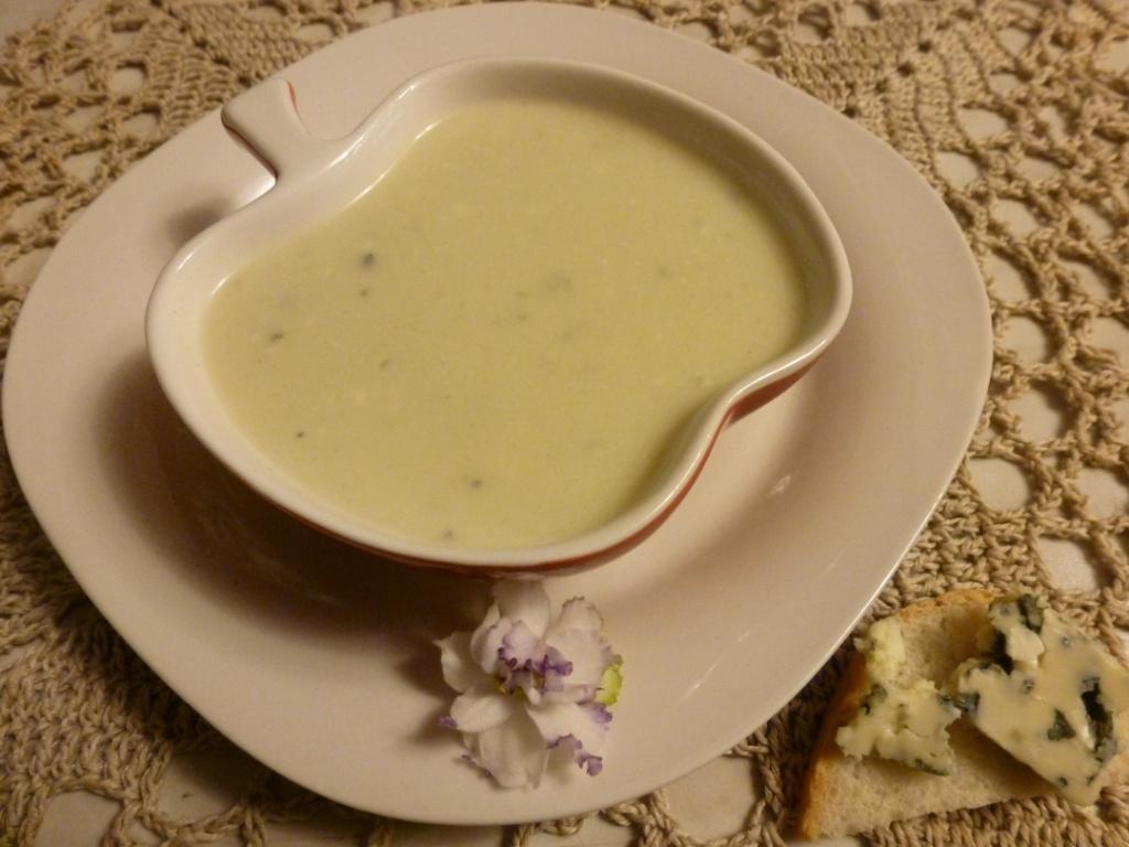 Суп-пюре из яблок и сыра.