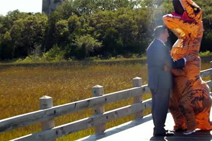В США невеста пришла на свадьбу в костюме тираннозавра
