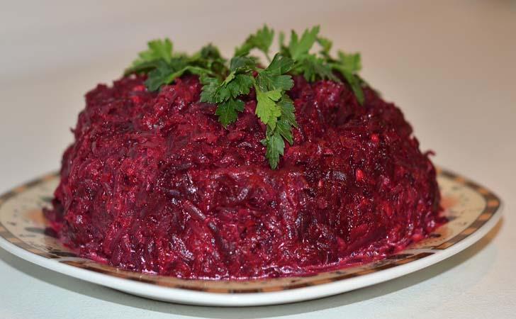 Полезный салат из свеклы