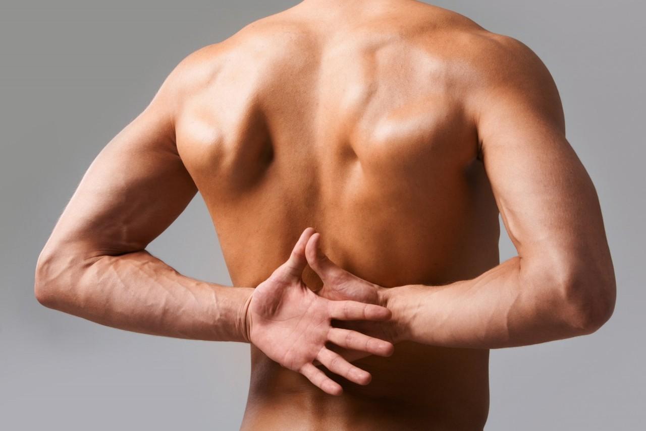 7 причин, по которым может болеть спина