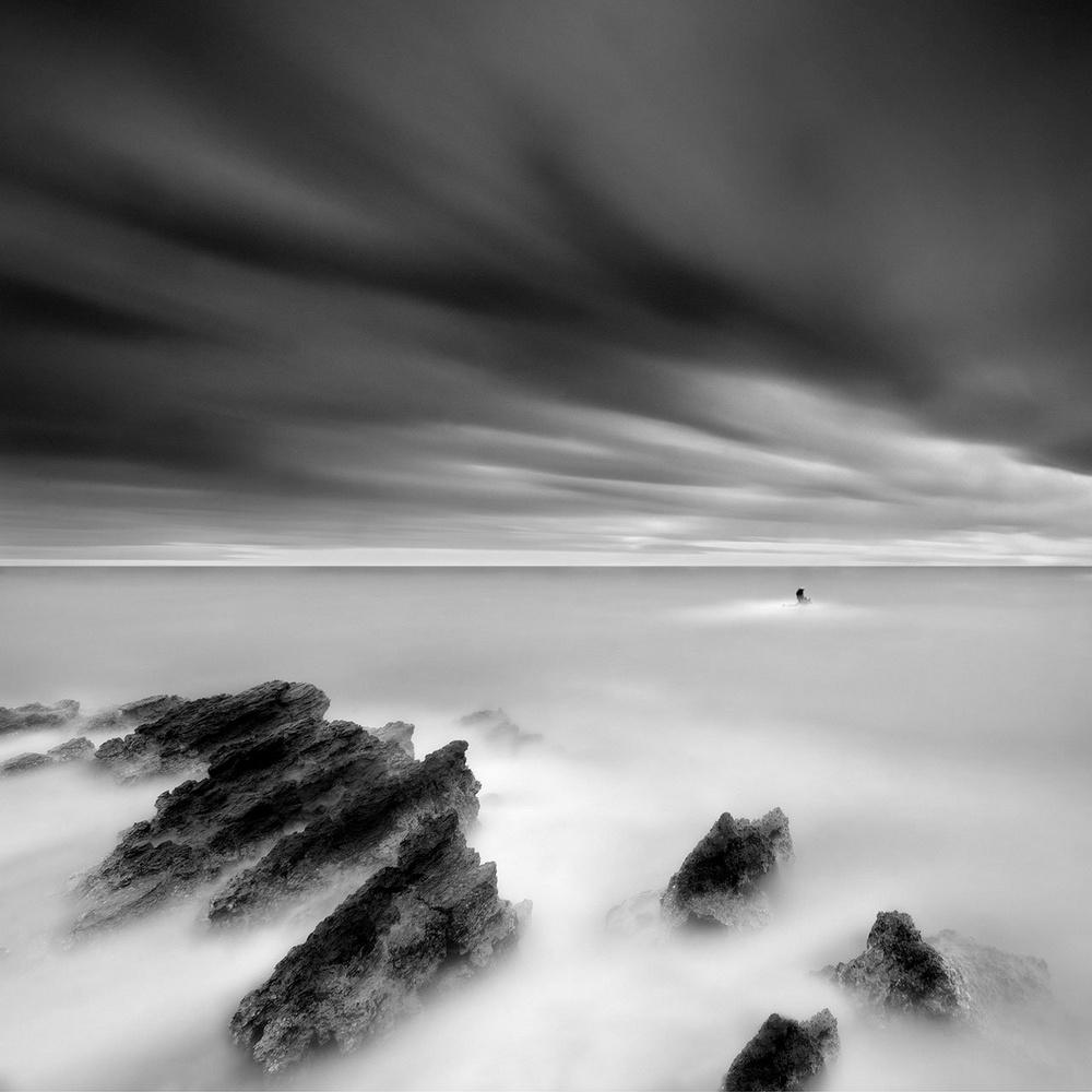 Чёрно-белые пейзажи, уходящие за пределы реальности. Фотограф Джордж Дигалакис 19