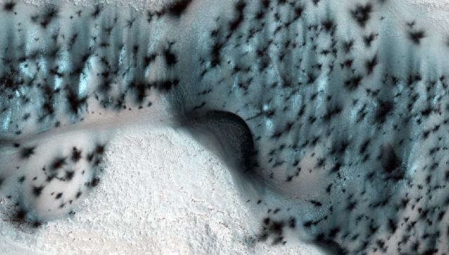 NASA показало кадры зимнего Марса