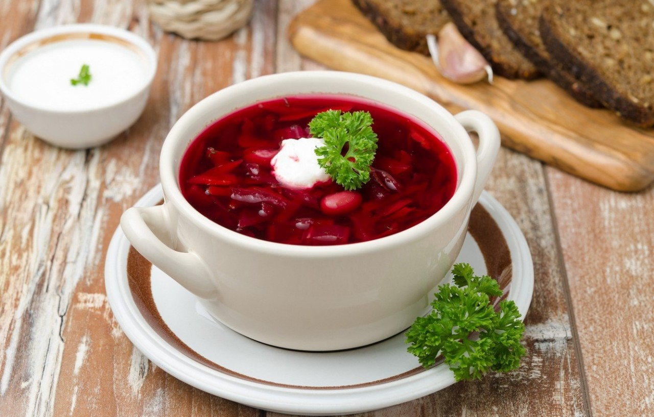 https://img2.goodfon.ru/wallpaper/nbig/3/16/sup-borsch-fasol-zelen.jpg