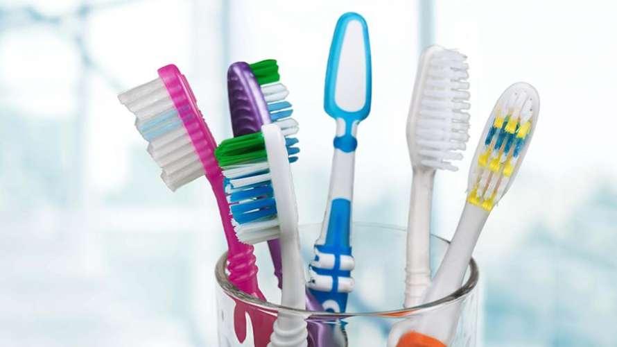 Как часто и почему надо менять зубную щетку?