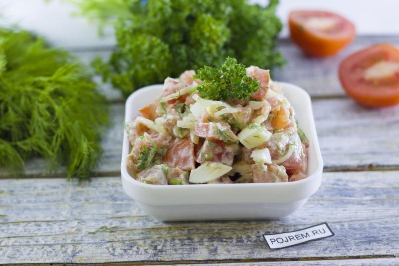Вкусный салат с соленой красной рыбой рецепт