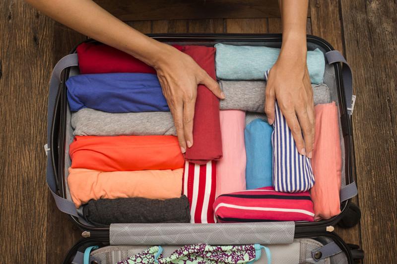 Возьмите вместо косметички вакуумные пакеты - экономьте пространство, не возите лишние предметы поездка, путешествие, советы, упаковать чемодан, фото