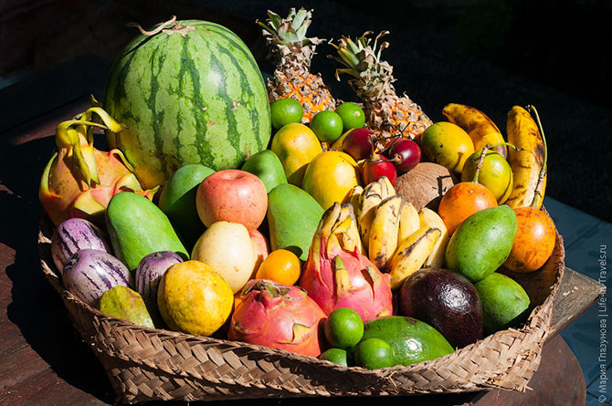 Цветные тропические фрукты
