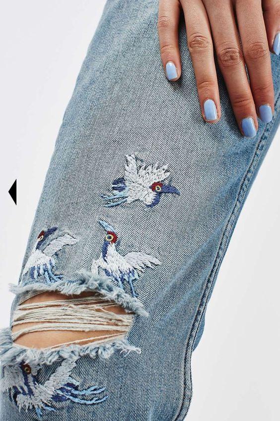 Вышивка на джинсах гладью