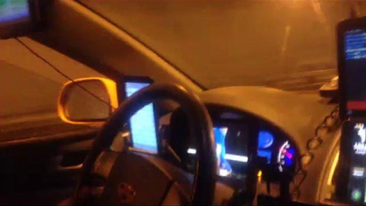 Продвинутый таксист в продвинутом такси