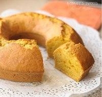 Говорят, бразильские хозяйки чаще всего делают этот пирог прямоугольной формы и подают с шоколадной глазурью.