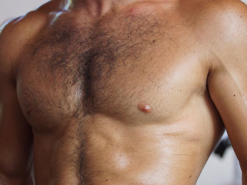 Волосатая грудь самец