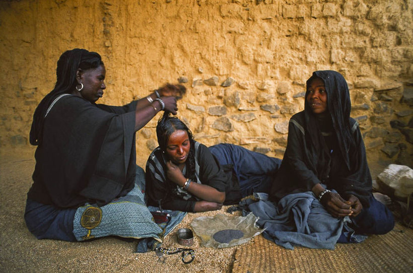 32 фото из жизни народа туарегов, где царит матриархат, а мужчины лишены прав