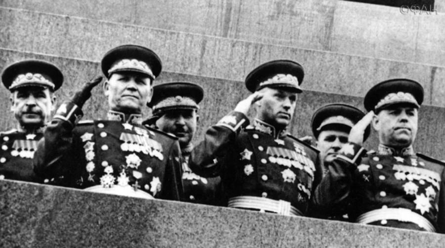 Пятнадцать советских маршало…