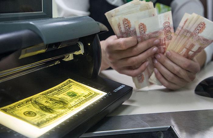ЦБ назвал «полным бредом» публикации о том, что банки осложнят россиянам покупку валюты