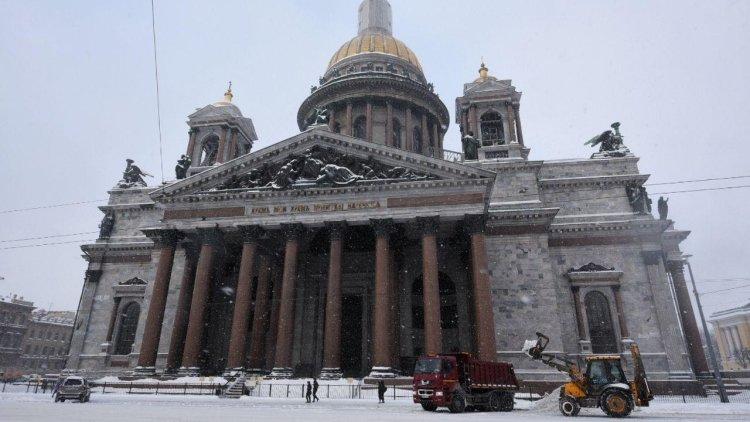 Синоптики предупредили петербуржцев о сильном гололеде и мокром снеге