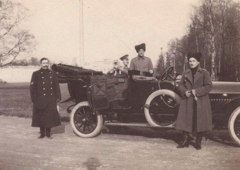 В Ессентуках нашли тайник с неизвестными фотографиями Николая II (7 фото)