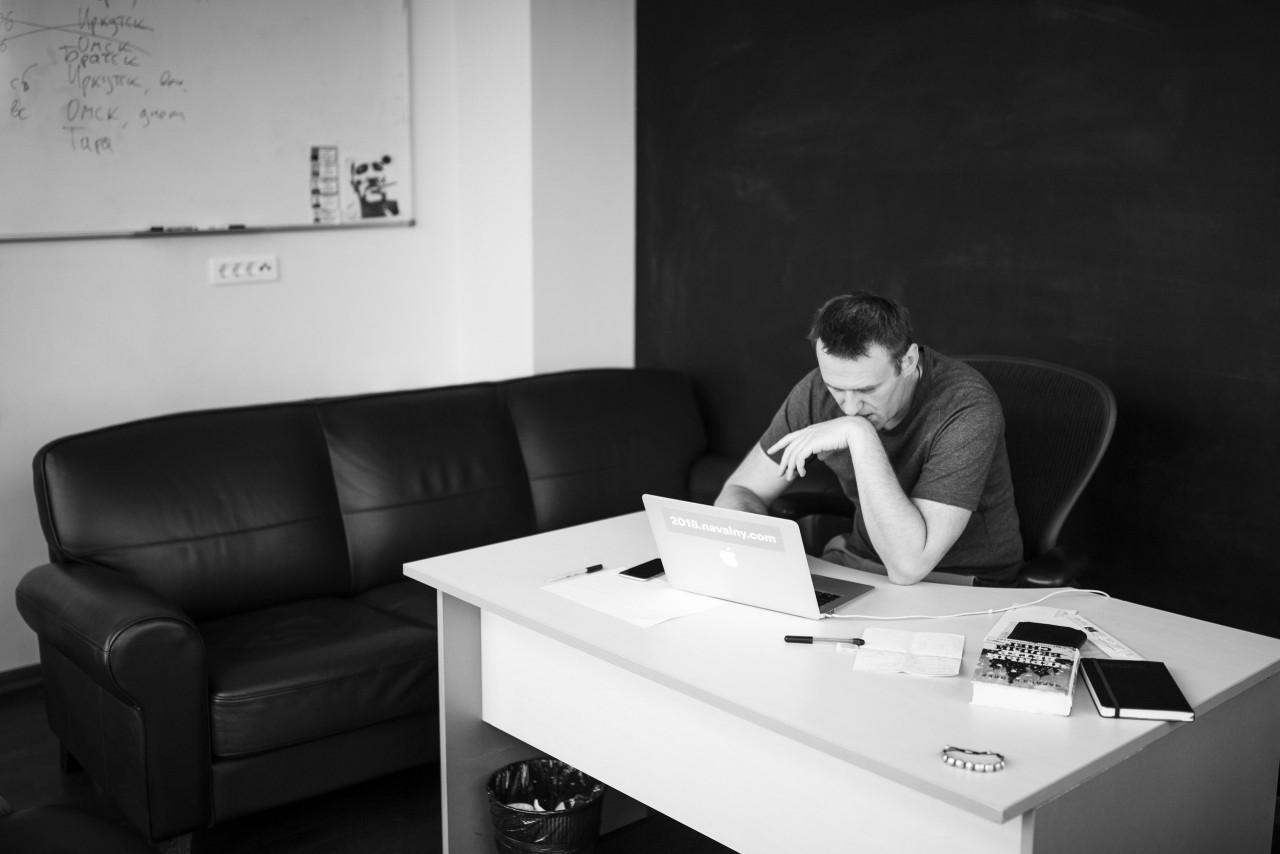 Навальный ищет друзей