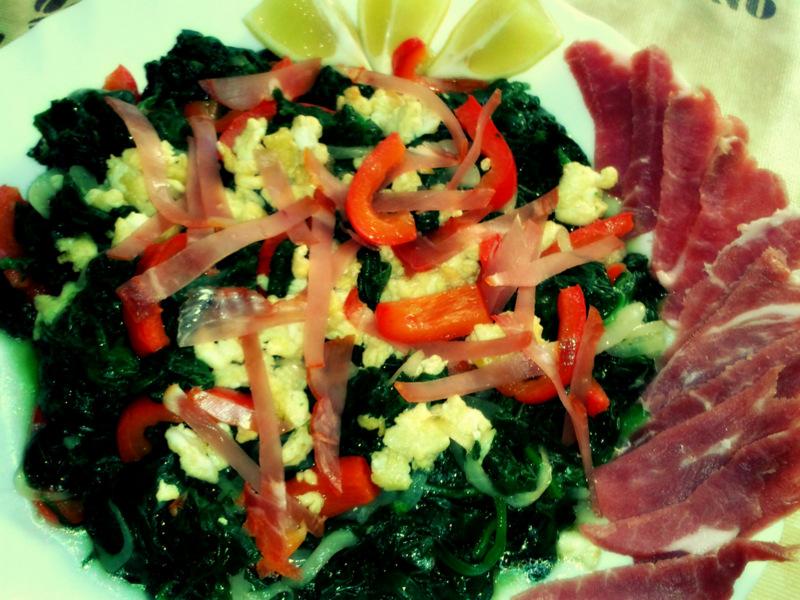 Теплый салат из шпината