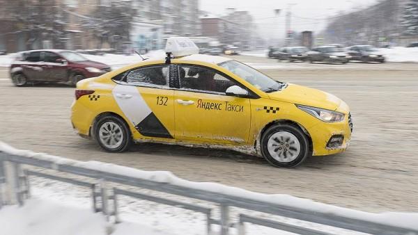 Водитель «Яндекс.Такси» вмес…