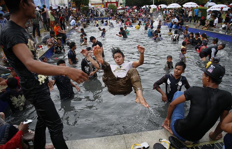 Около 300 человек погибли во время новогоднего праздника в Мьянме
