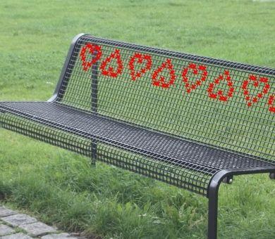 Вышитая скамейка