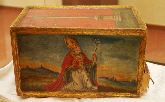 Ящик, украшенный изображением Святого Леуцци. | Фото: brundarte.it.