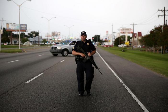 """Негр-значит виновен: В США полицейский """"дружественно""""ранил своего коллегу-афроамериканца, приняв его за преступника"""