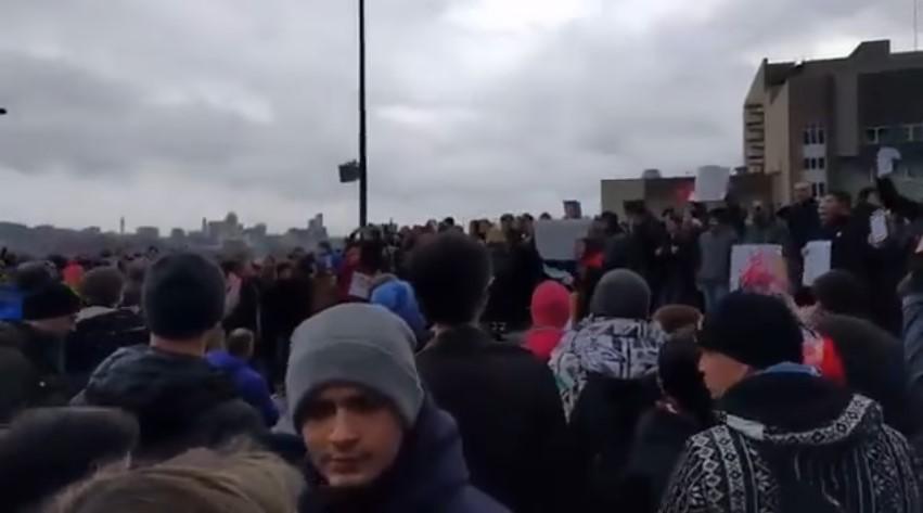 Украинский майдан в Москве: «Кто не скачет, тот медведь». Екатеринбург. Сегодня