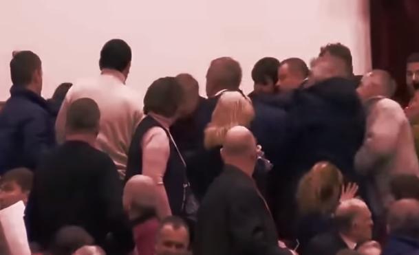 Драка на встрече Грудинина в Нижнем Новгороде