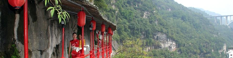 unusual restaurant sanyou cave fangweng f Удивительный висячий ресторан в Китае