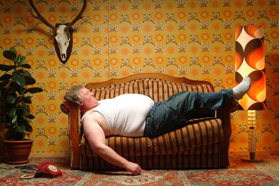 Почему мужик на диване – это…