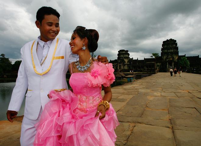 Рафинад в перчатке и замужество в 12 лет: свадебные традиции разных стран мира