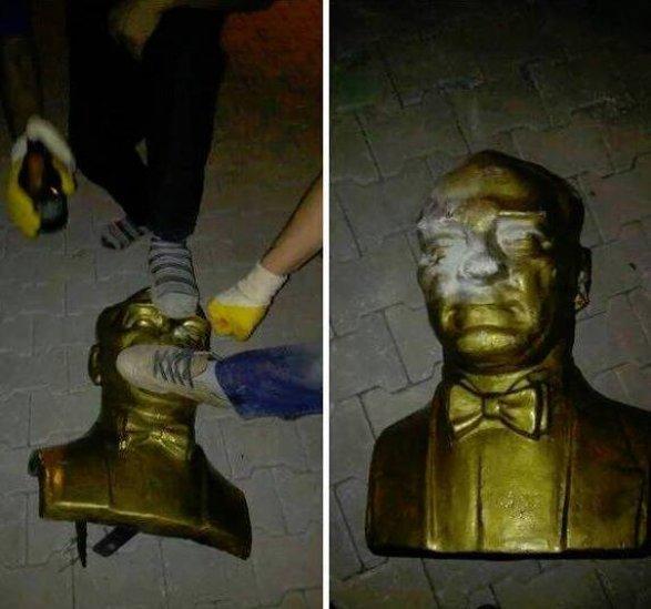В Турции сносят памятники Ататюрку