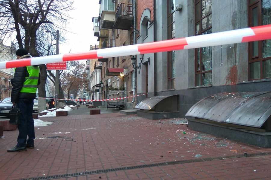 Как Украина будет бороться с погромами российских зданий?