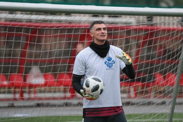 Экс-вратарь сборной РФ по футболу Габулов сообщил о завершении карьеры
