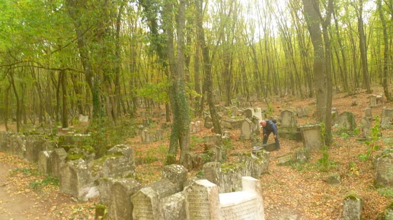Кладбище огромное город Чуфут-Кале, крым, пещерный город, пещерный город Чуфут-Кале