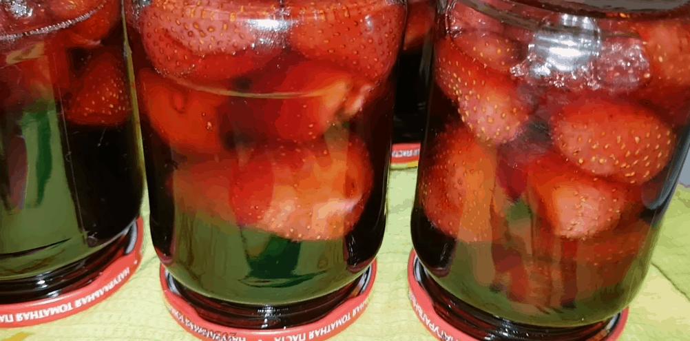 Как сварить клубничное варенье, не ставя ягоды на плиту?