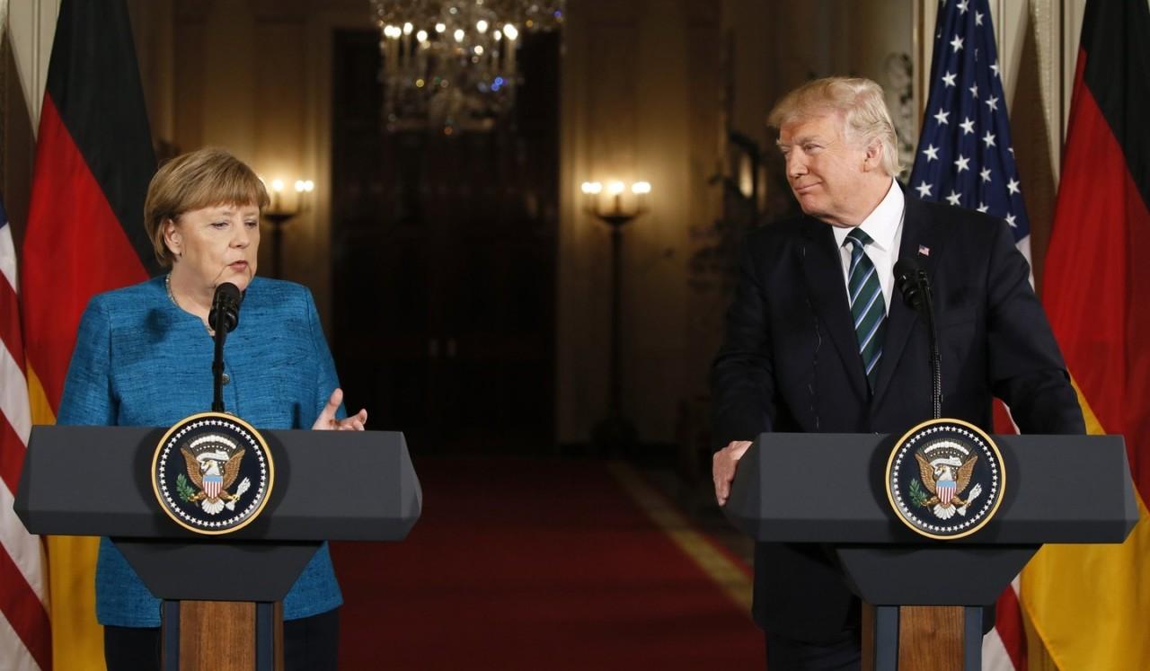 Трамп заверил Меркель в приверженности Соединенных Штатов НАТО