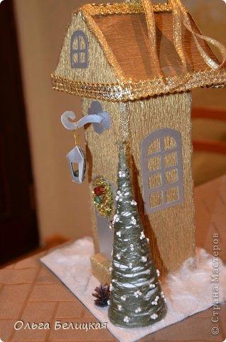 Мастер-класс Поделка изделие Новый год Рождество Моделирование конструирование Новогодний домик Упаковка для сладкого подарка своими руками Бисер Бумага Бумага гофрированная Бусинки Вата Картон Клей Ленты Проволока фото 22