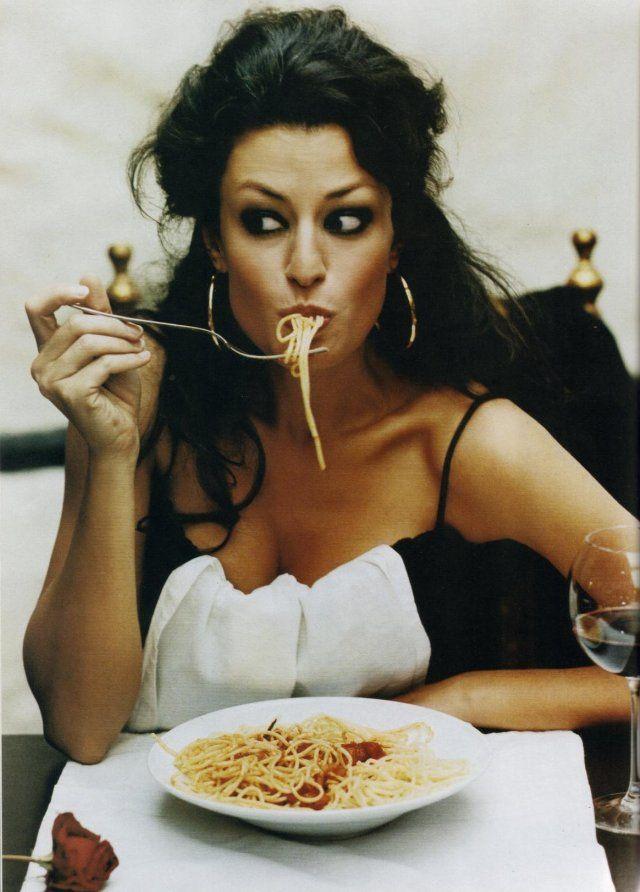"""Как не толстеть на """"вредной"""" еде — секреты итальянцев, японцев и французов"""