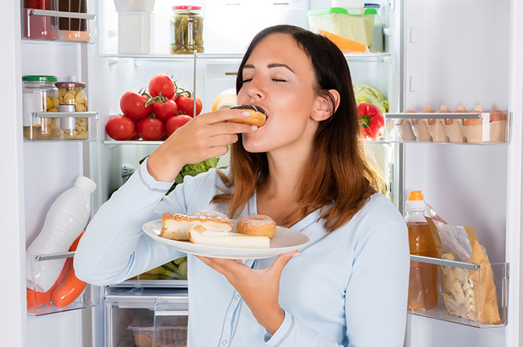 Хватит бегать кхолодильнику! Как перестать переедать безпричины?